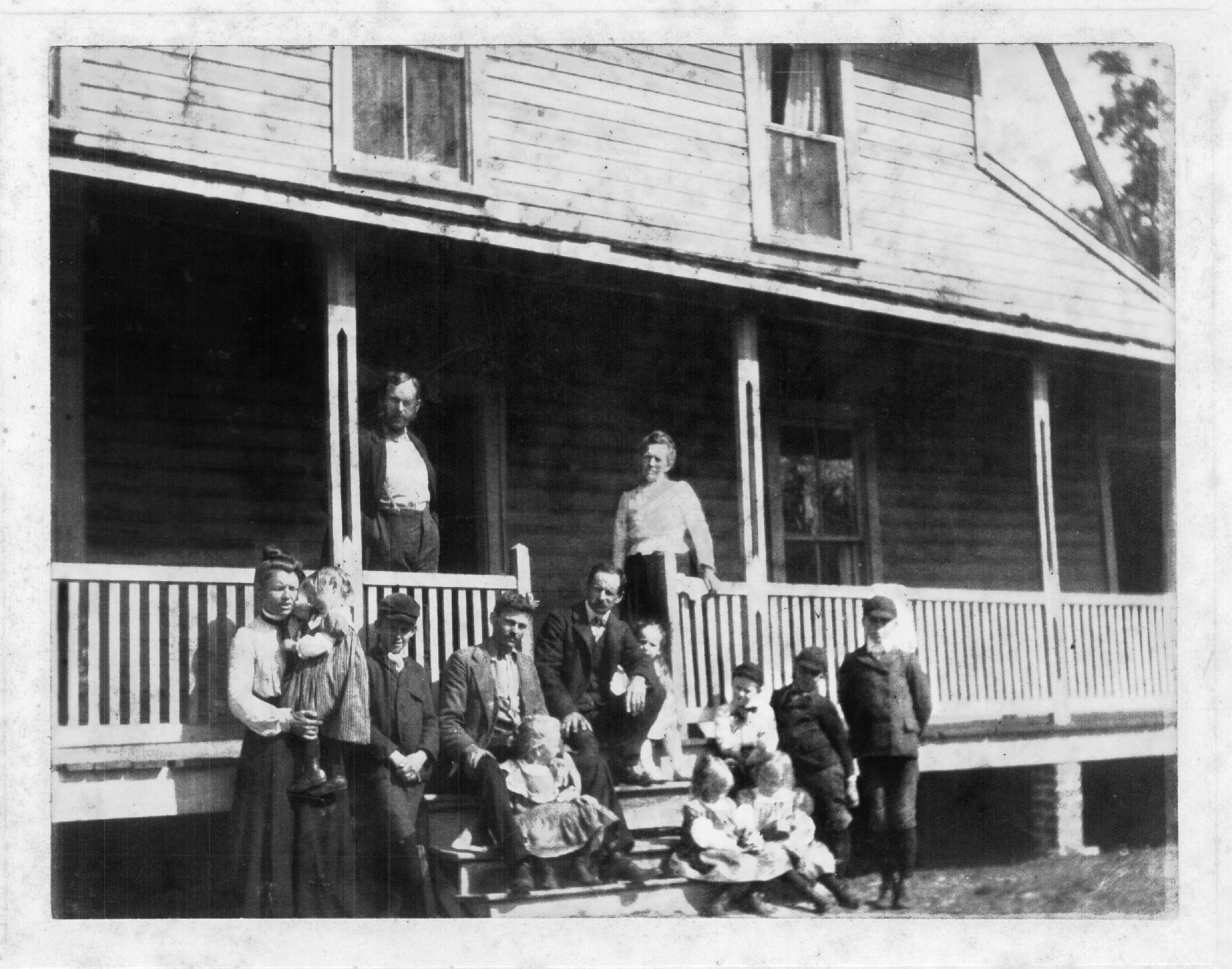 brownfamily1903.jpg